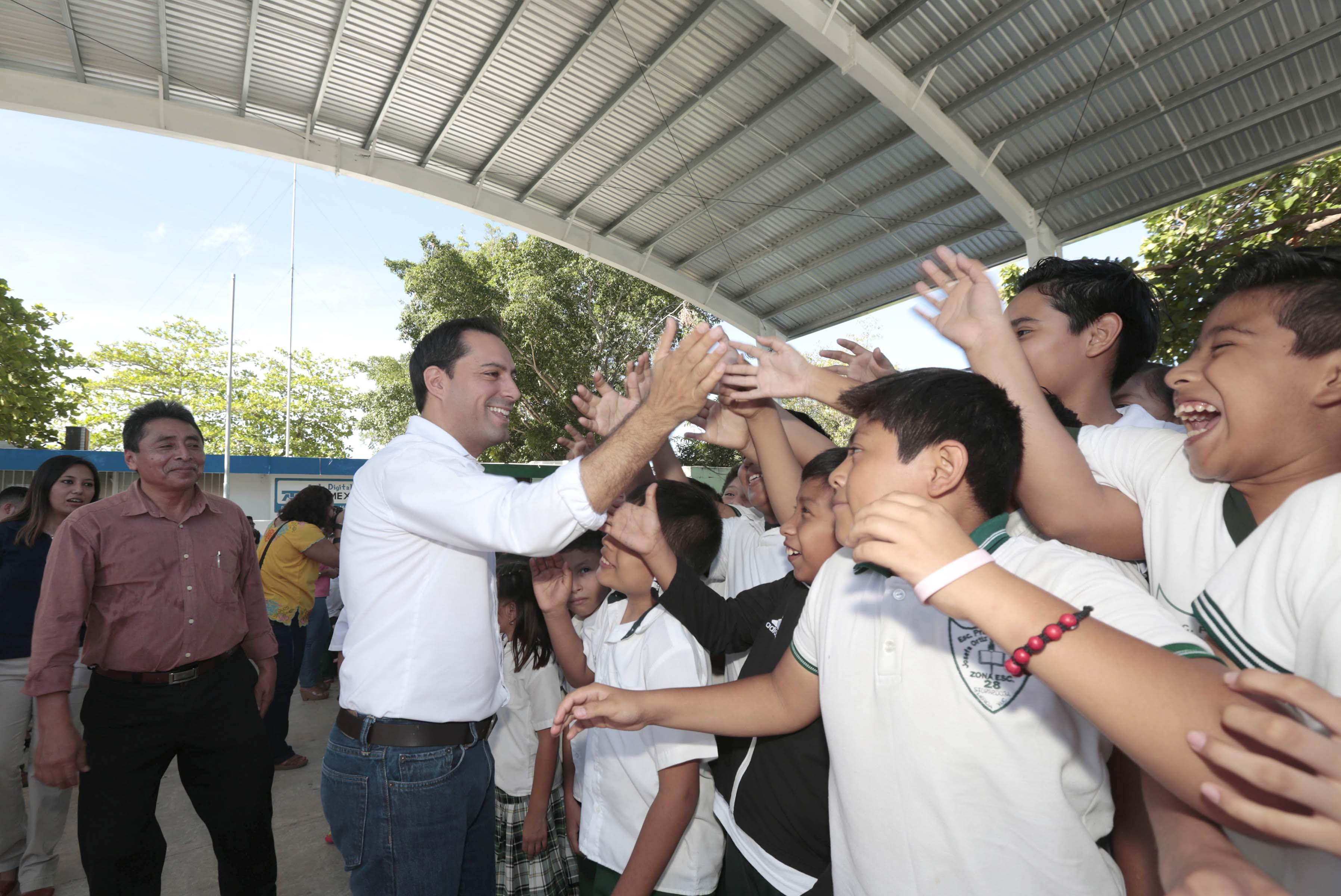 Inaugura Vila techo para cancha en escuelaprimaria