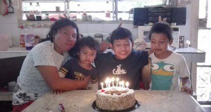 Brenda y sus tres hijos, uno de 9, 7 y 4 quienes hasta el momento no saben de su paradero