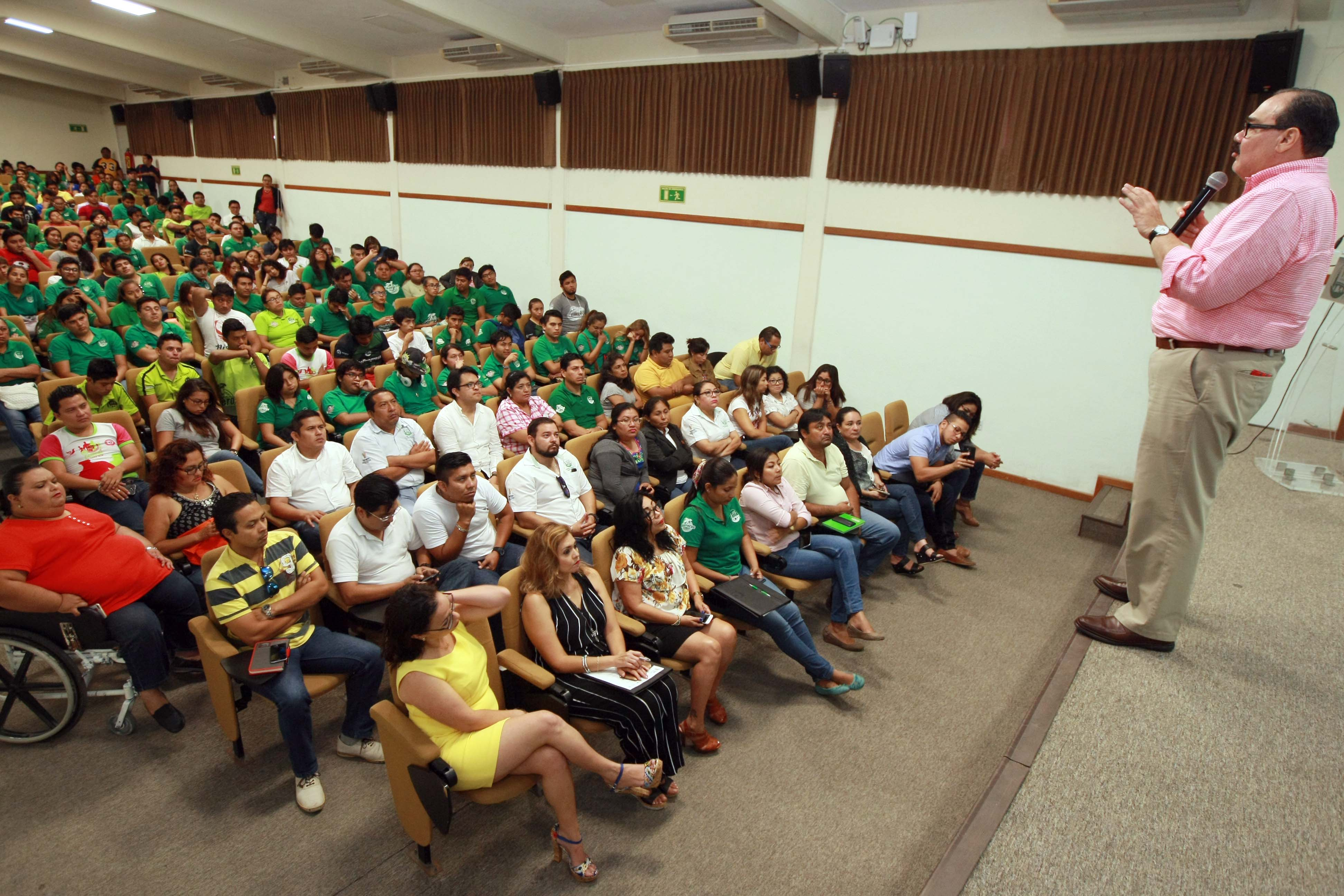 Sostiene Ramírez Maríndiálogo con universitarios