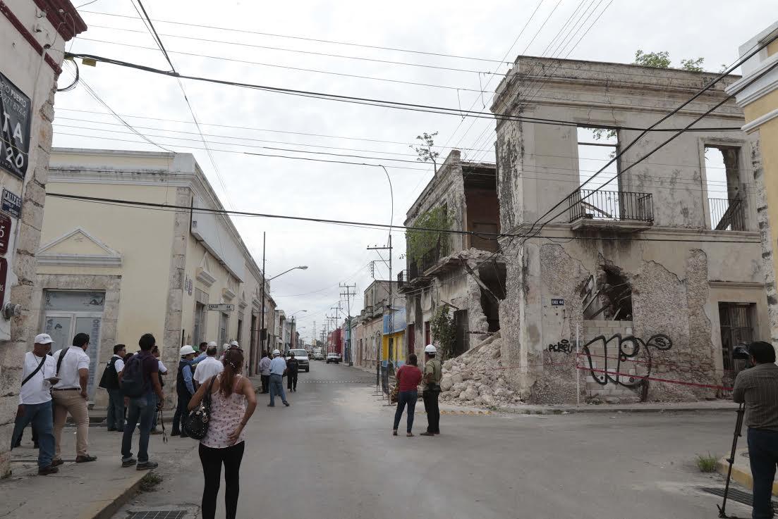 Apuntalan casona de Centro Histórico, por derrumbe parcial