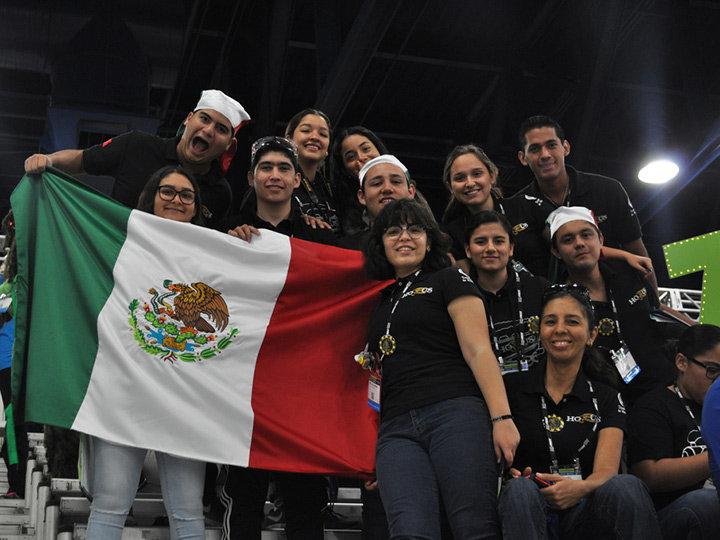 Estudiantes mexicanos ganan concurso de robótica en Houston