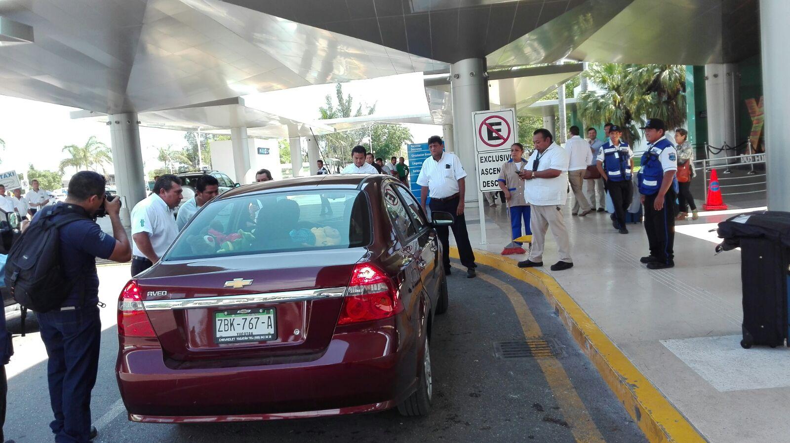 Taxistas del FUTV piden a Uber no operar en aeropuerto