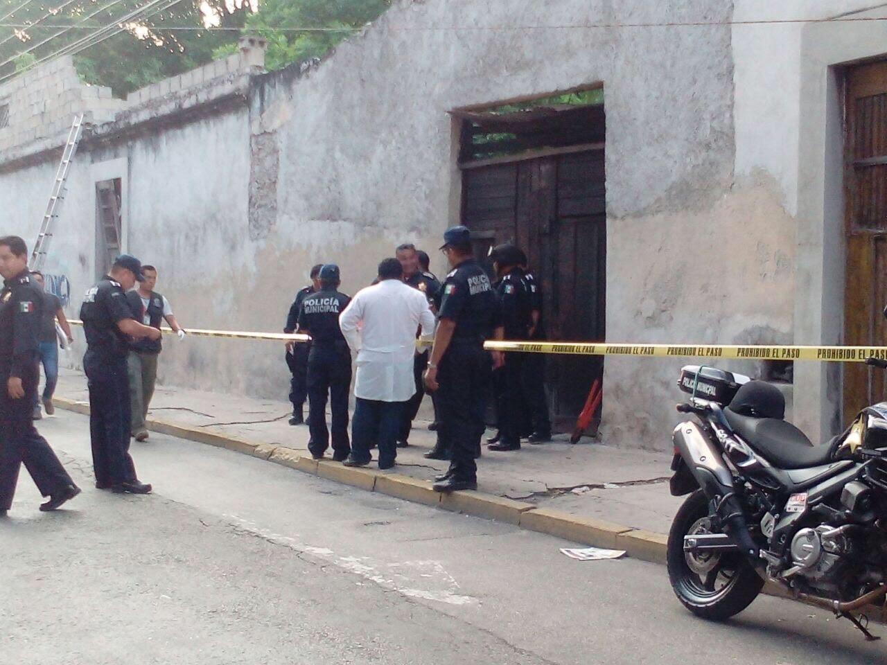 Hallan cuerpo en predio del centro de Mérida