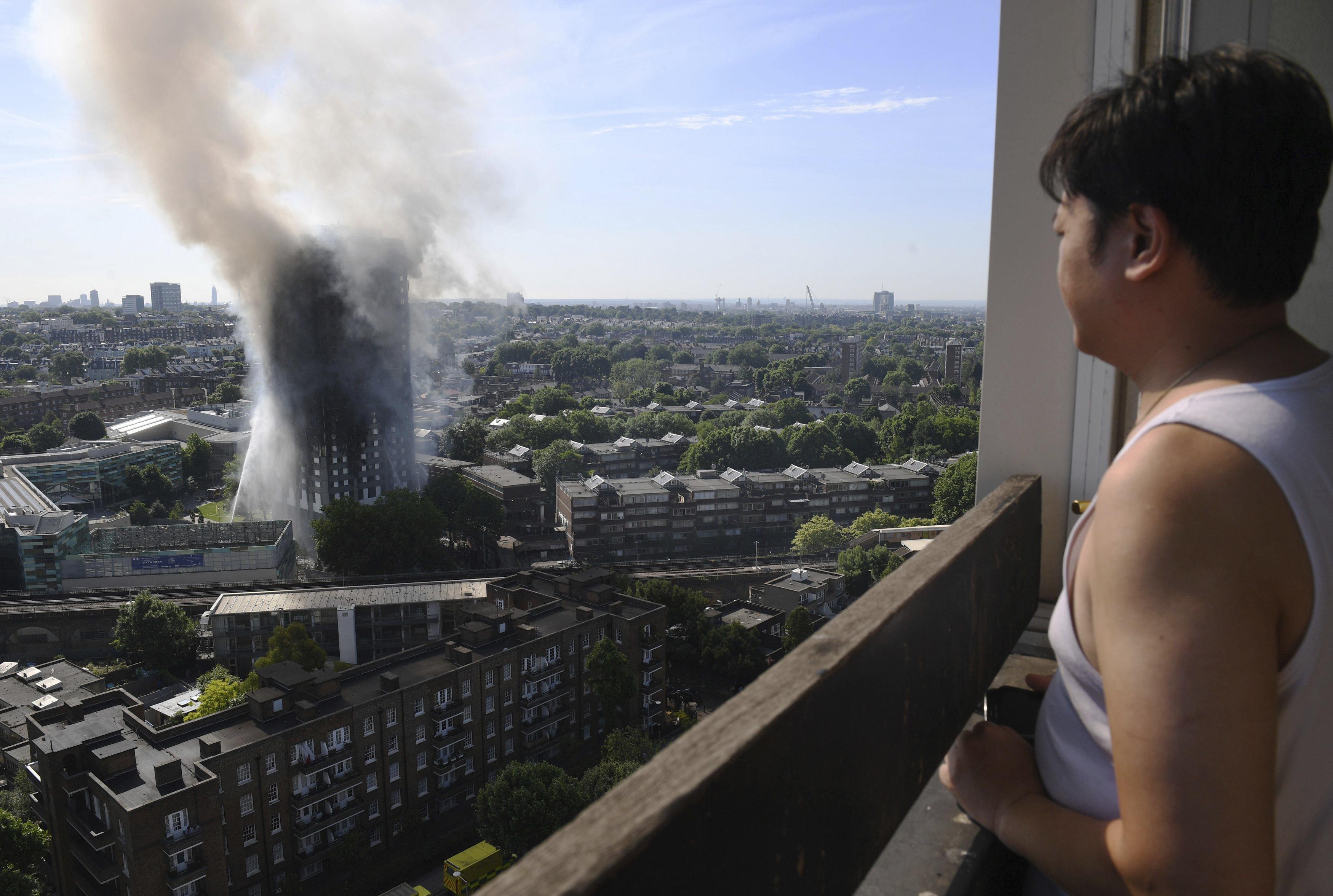 Al menos 6 muertos y 64 heridos en incendio de edificio en Londres