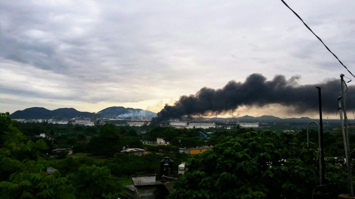 Incendio en refinaría de Pemex: 1 muerto y 9 heridos