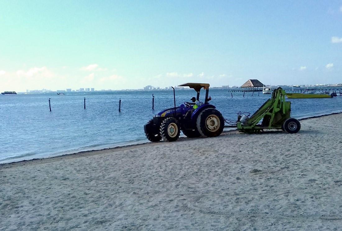 Limpian playas públicas de Cancún