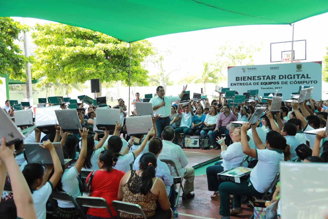Dota Segey de infraestructura a escuelas de Tizimín