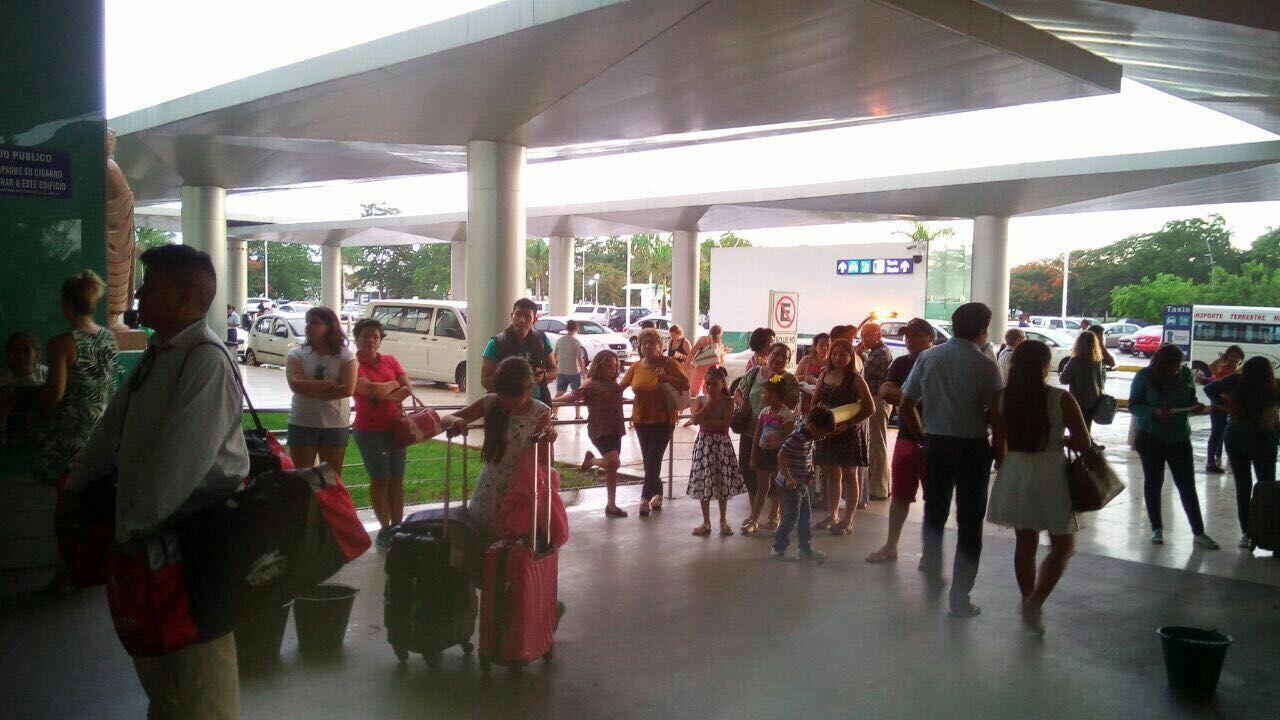 Susto en el aeropuerto de Mérida por corto circuito