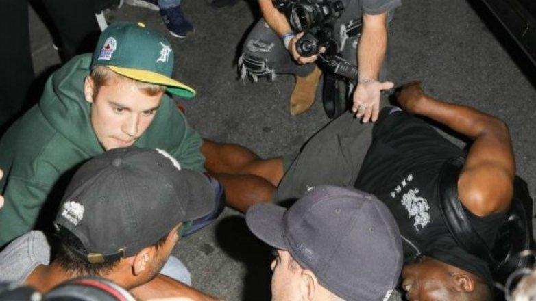 Justin Bieber atropelló a fotógrafo; se quedó para asistirlo