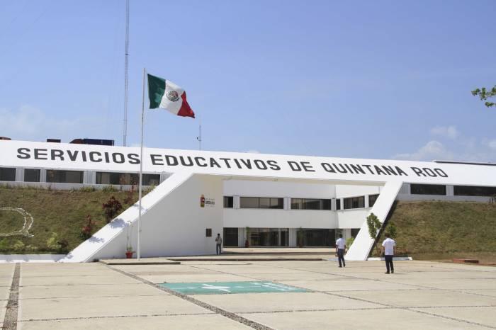A Tiro de Piedra: Ni vacaciones ni justicia para maestros por megafraude