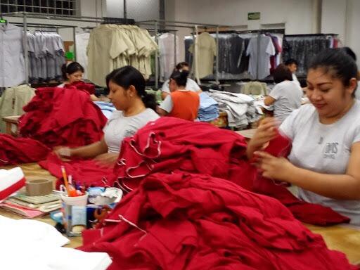 """Desplaza ropa usada """"pack"""" de EU producción local"""