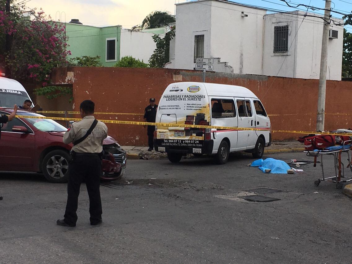 Fallece aplastada por colectivo tras colisión; auto no respetó alto
