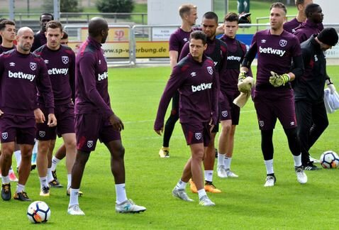 'Chicharito' ya entrena con el West Ham