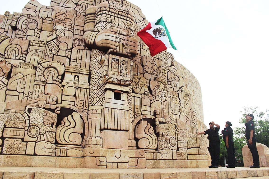 Honores a la Bandera de México en Monumento a la Patria