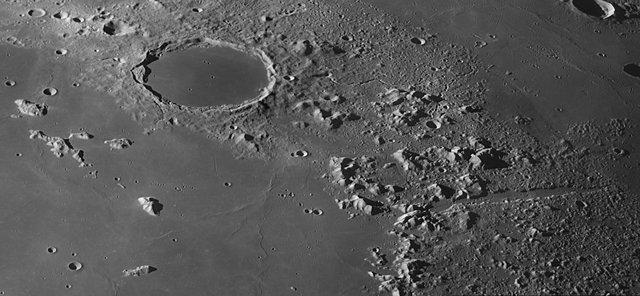 Científicos confirman la existencia agua en la Luna