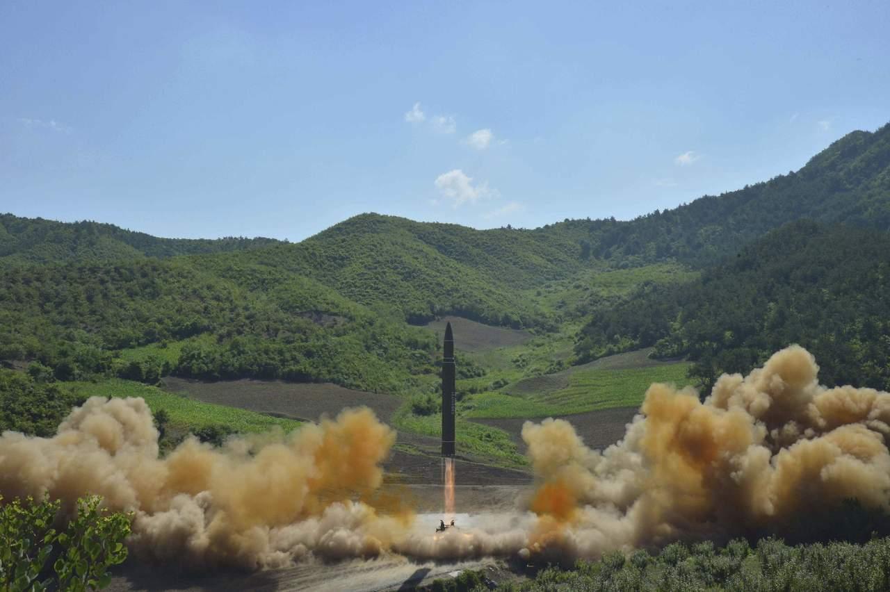 Reporta Norcorea 'exitoso' lanzamiento de misil intercontinental