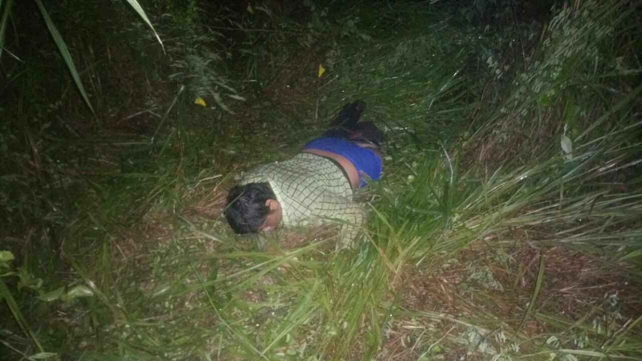 Camioneta embiste motocicleta y mata a dos jóvenes