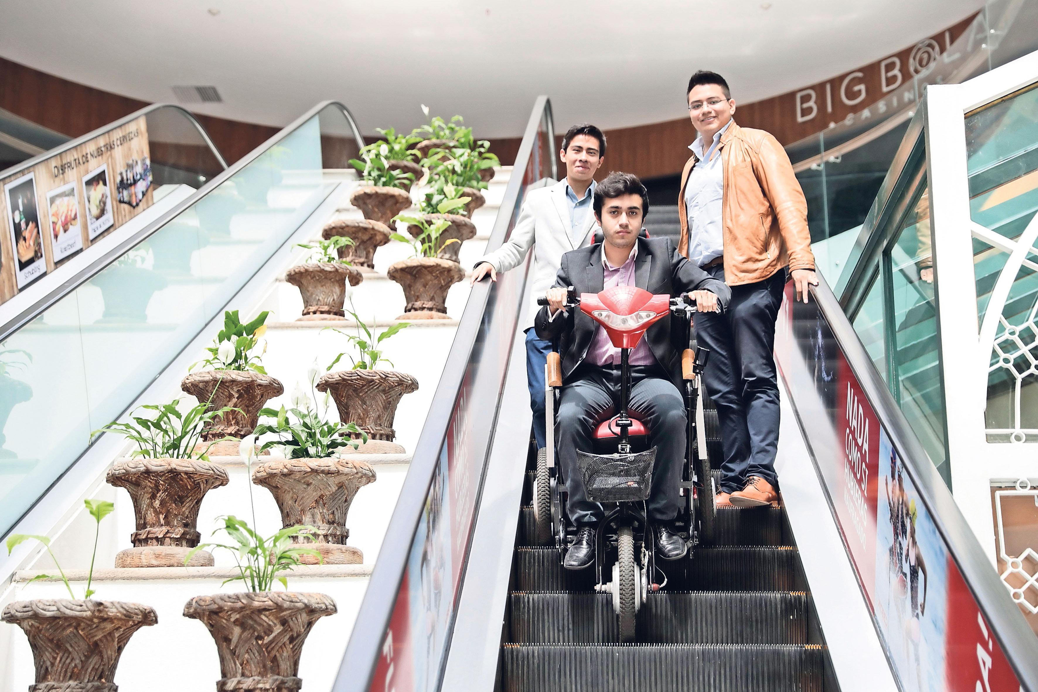 Estudiantes del IPN crean silla de ruedas solar