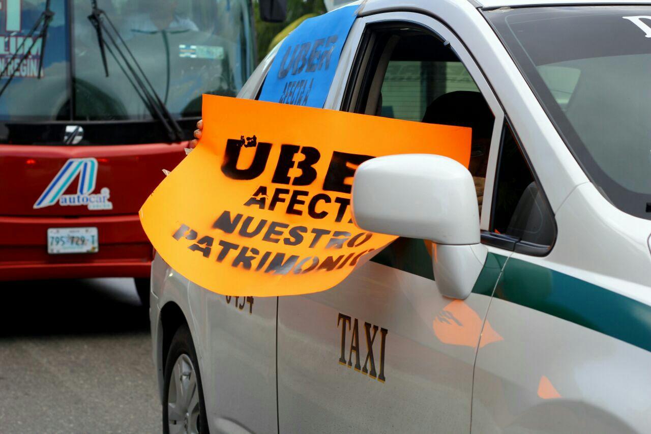 """Amenaza de """"limpia"""" contra Uber en Cancún"""