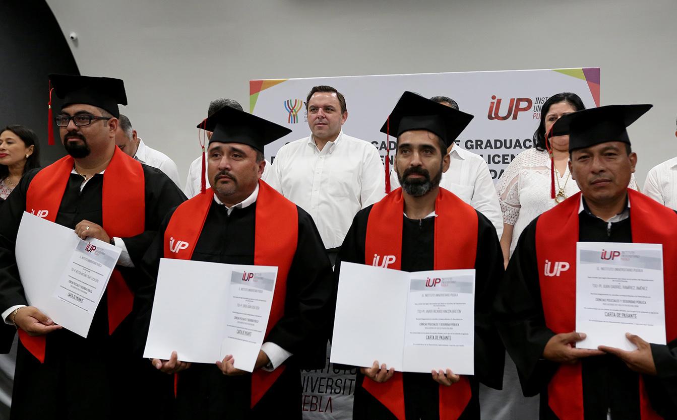 Graduados 67 peritos y agentes de investigación de FGE