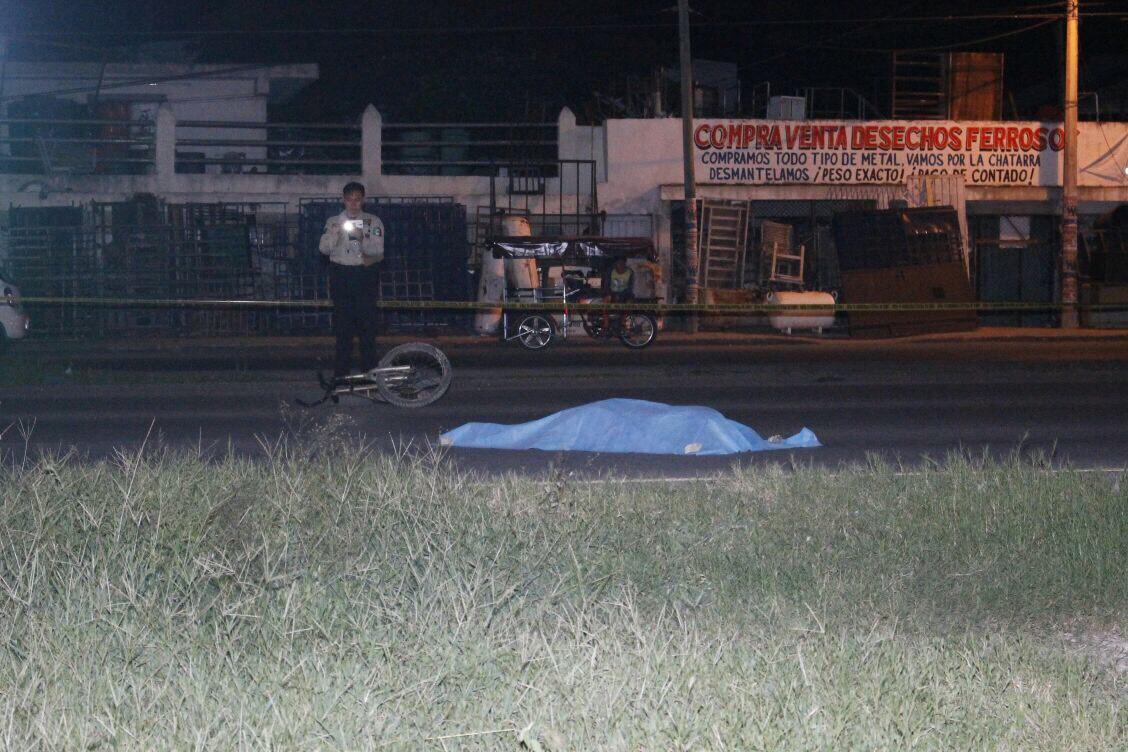 Imprudente ciclista pierde la vida en periférico de Mérida