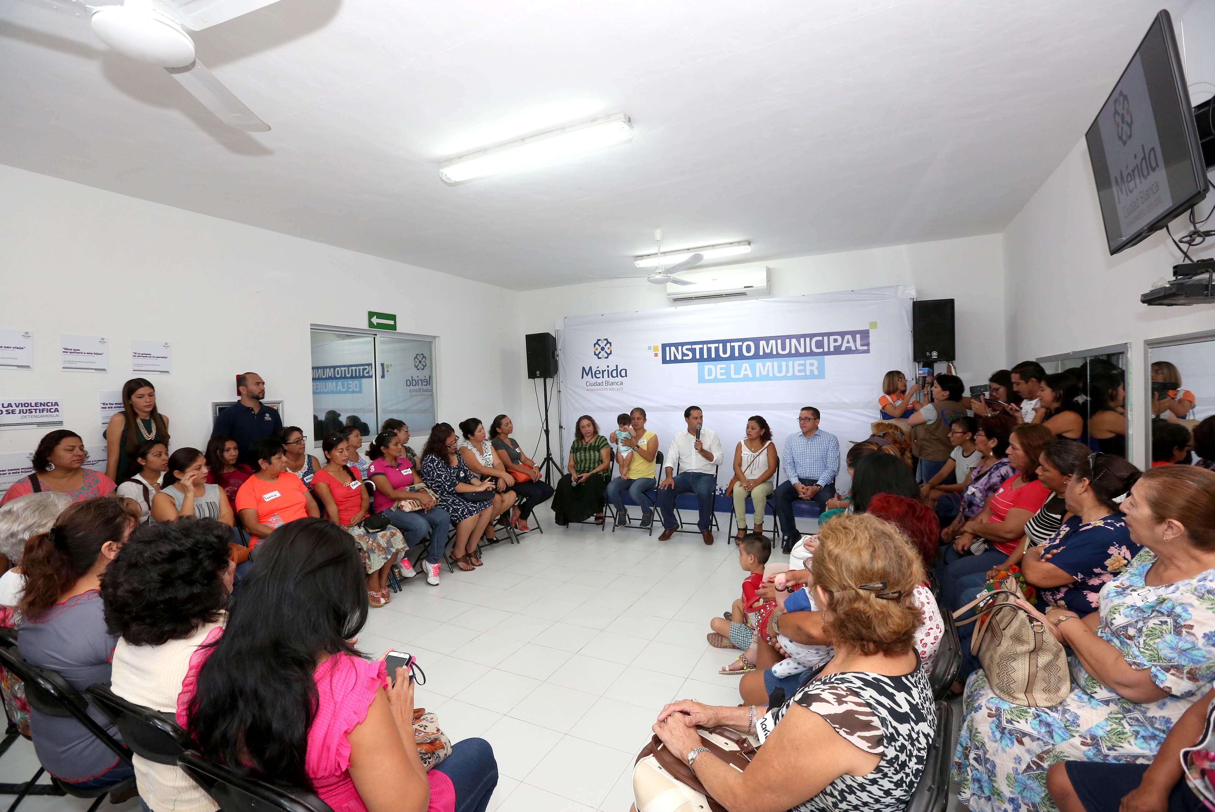 Ayuntamiento privilegia a mujeres en programas y servicios