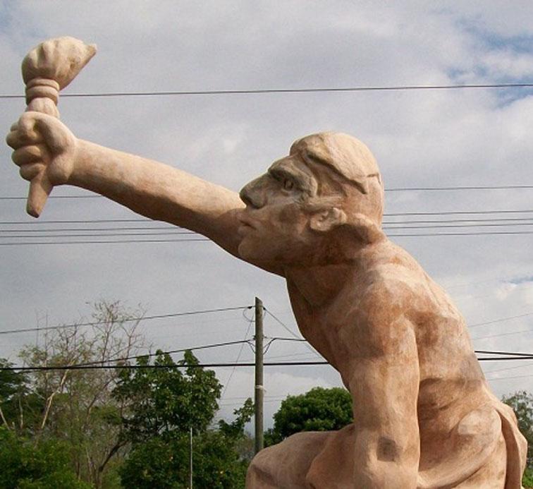 Insisten en reubicación de escultura de Jacinto Canek