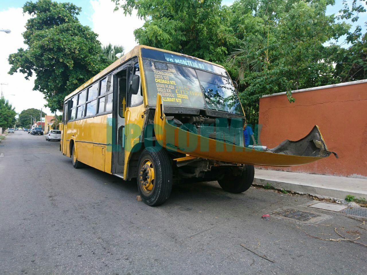 Chocan en Mérida autobuses urbanos