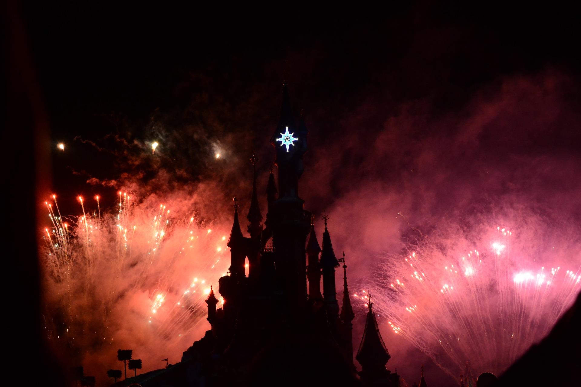 Con performance reeditarán crítica a figuras de Disney