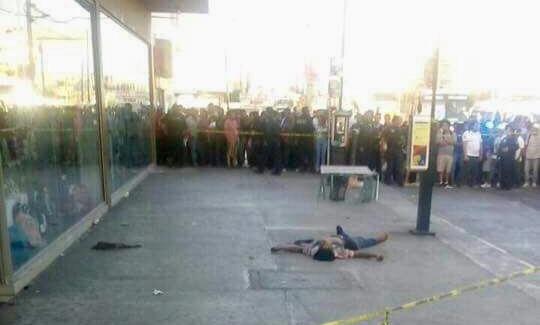 Asesinan en público a sujeto en Cancún; testigos sólo graban