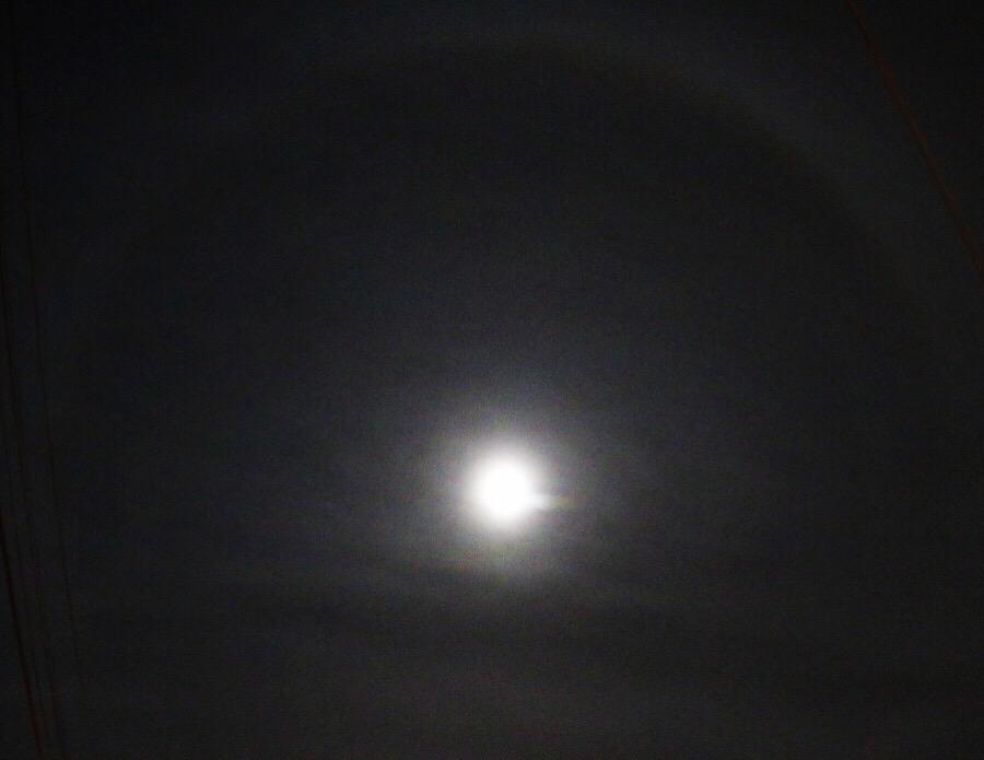 Halo lunar en presagio de tormenta…