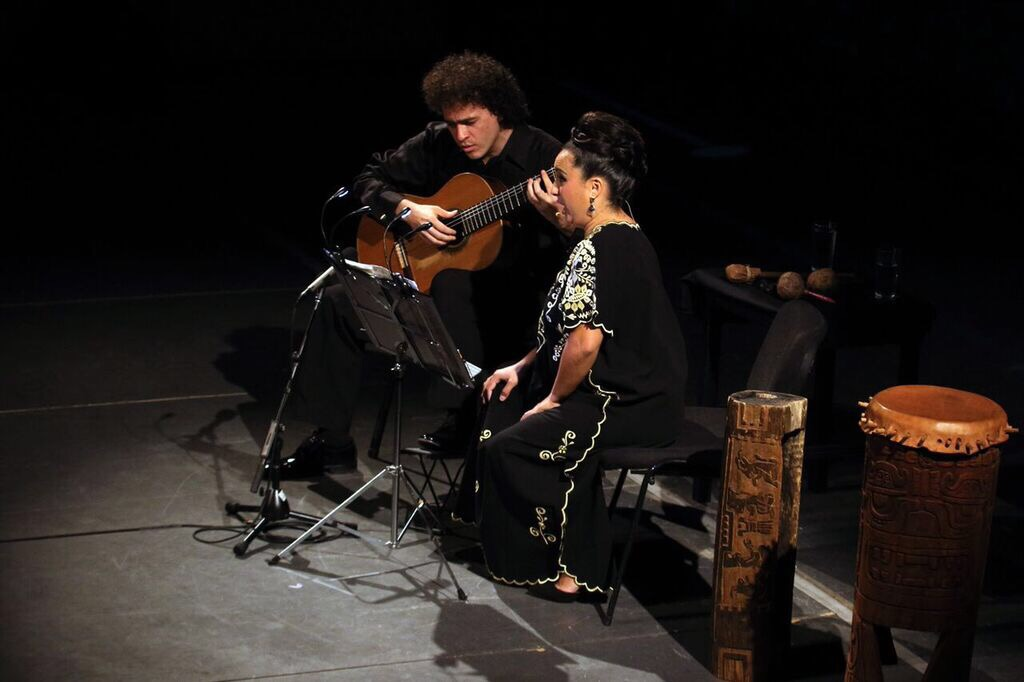 Gran dueto de voz y guitarra arraiga a yucatecos