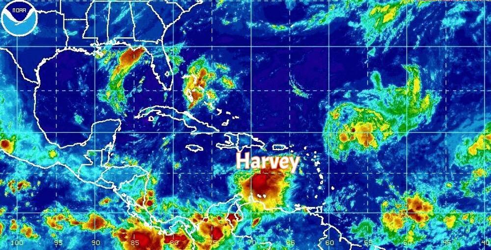 """Fin de semana con calor y lluvias; """"Harvey"""", en camino"""