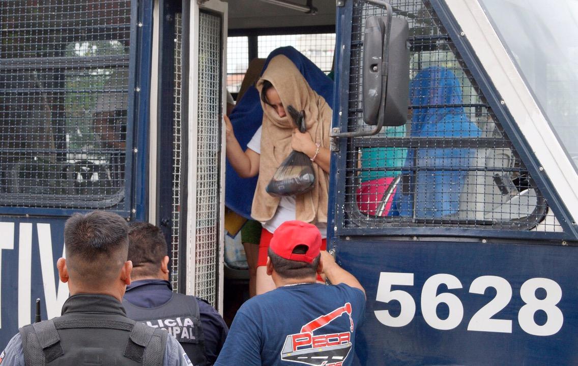Deportarán a 21 cubanos rescatados en Cancún