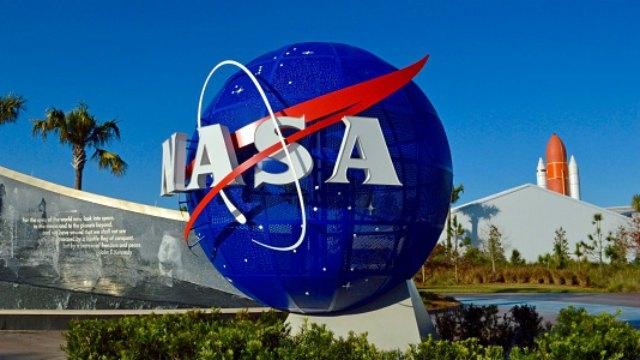 Consigue un trabajo en la NASA y lo pierde por su vocabulario al celebrarlo en Twitter