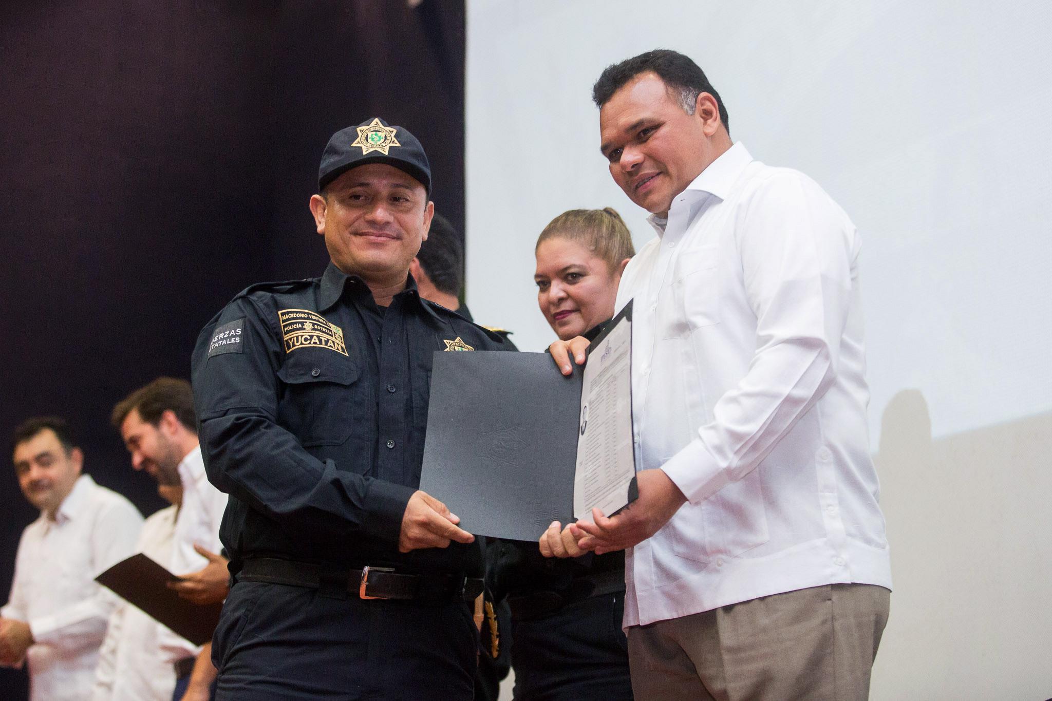Concluyen estudios 245 policías yucatecos
