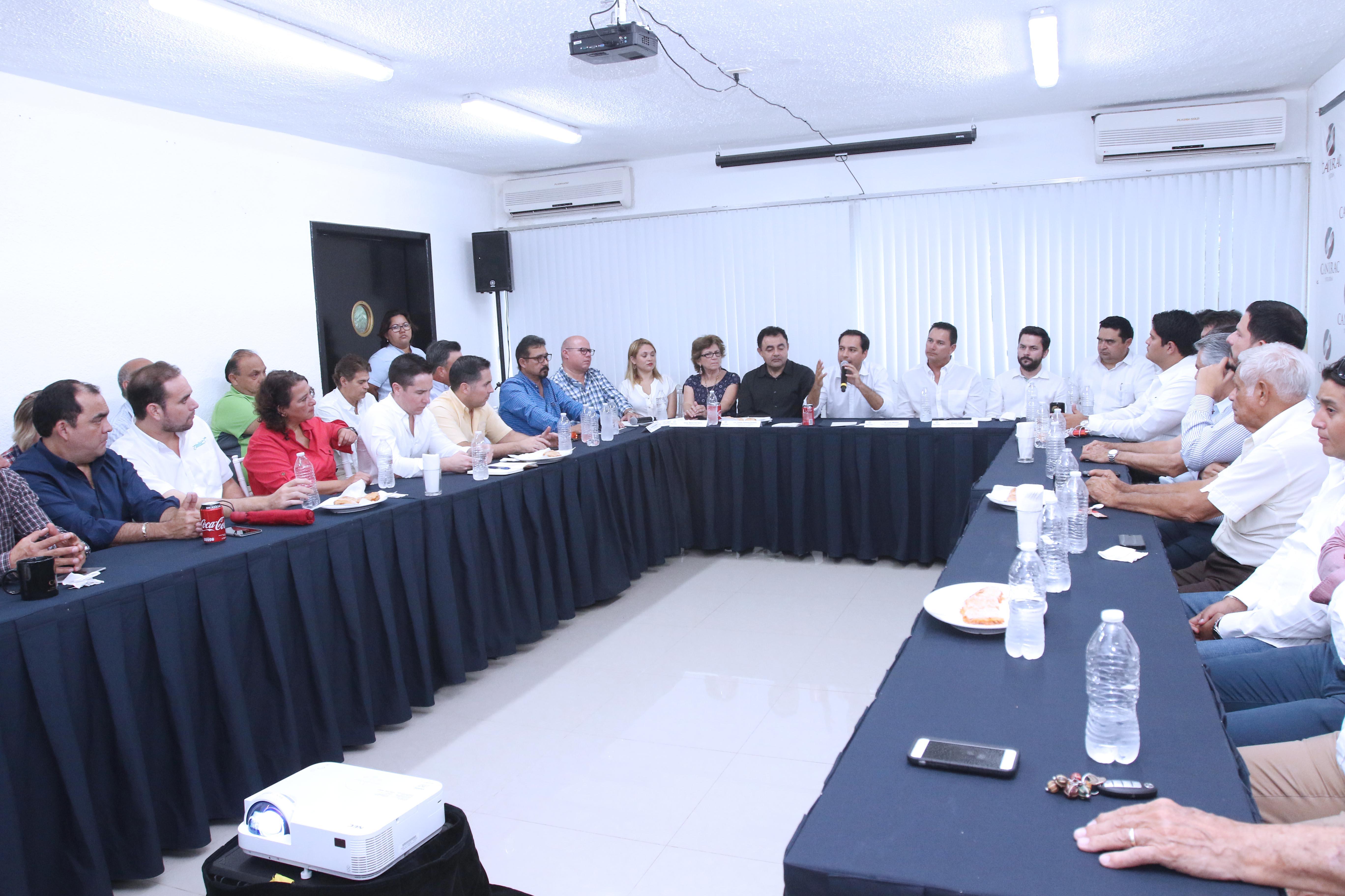 Presentan ante CANIRAC avances en obras de infraestructura y desarrollo social