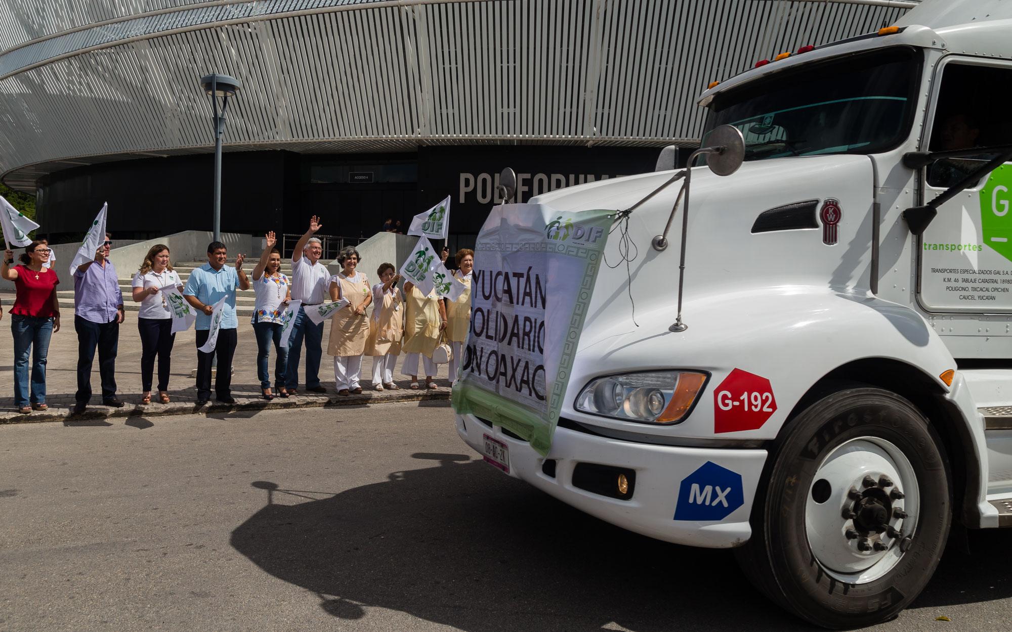 Otras 60 toneladas, de donativos yucatecos, camino a Oaxaca