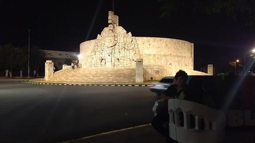 Celebracióna la Patria desde suMonumento en Mérida