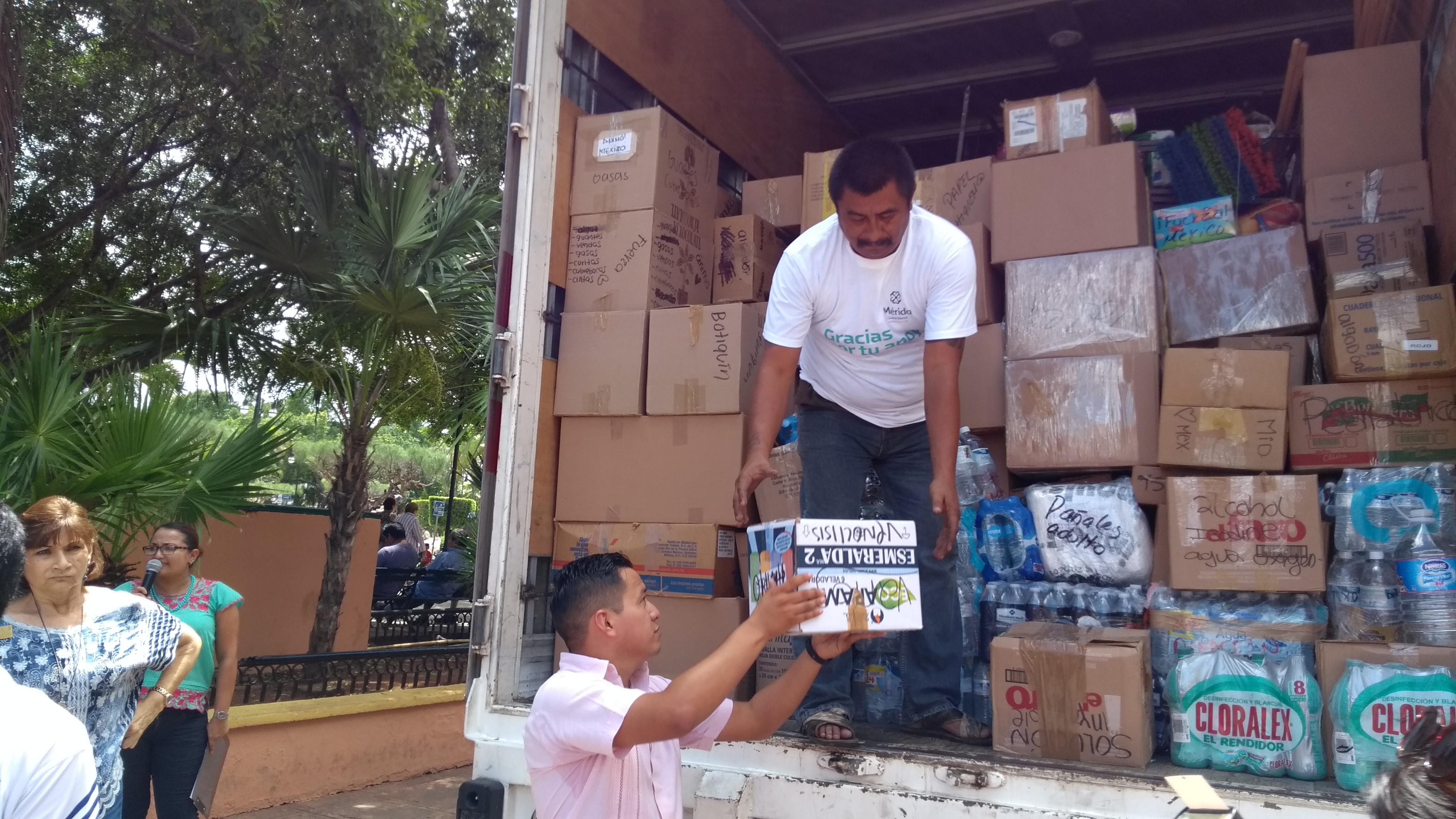 Sale de Mérida tráiler con 12 tons de ayuda. Puebla, el destino