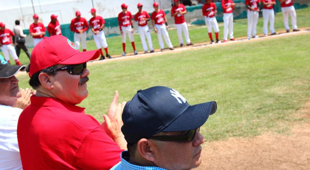Apadrina Ramírez Marín a equipo yucateco de béisbol