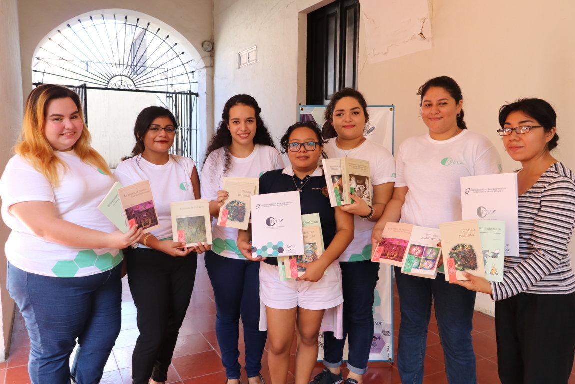 Nutren universitarios congreso literario de UADY