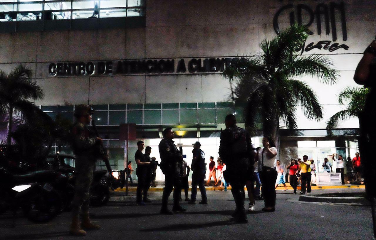 Ejecutan a dos policías y a su hijo en Cancún