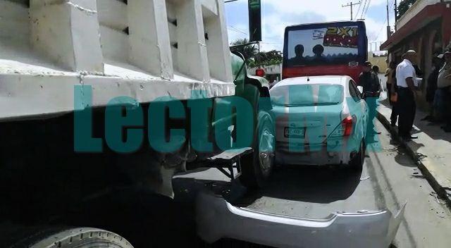Accidente en Chuburná: Volquete, autobús y compacto