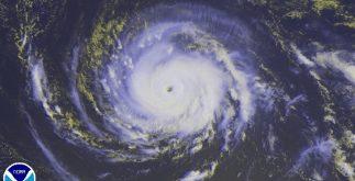 """Imagen de satélite del huracán """"Irma"""". Este lunes, un avión cazahuracanes detectó que ciclón se fortalece. Es categoría 3."""