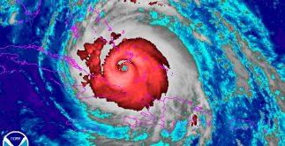 """""""Irma"""" mantiene su paso destructor en el Caribe, con rumbo a Las Bahamas, Cuba y Miami. En La Florida ya fueron evacuadas 650 mil personas. (CNH)"""