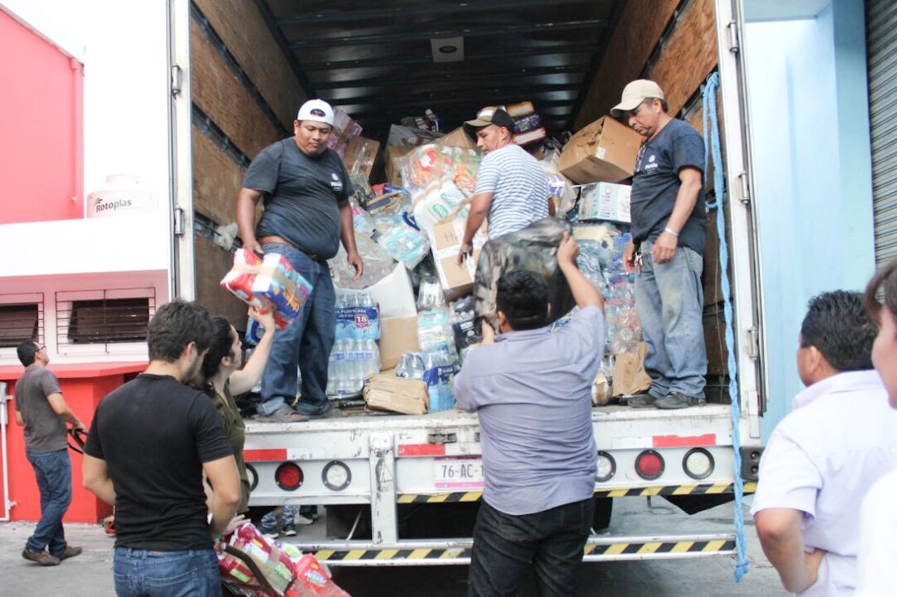 Sigue fluyendo ayuda de meridanos a zonas afectadas por sismos