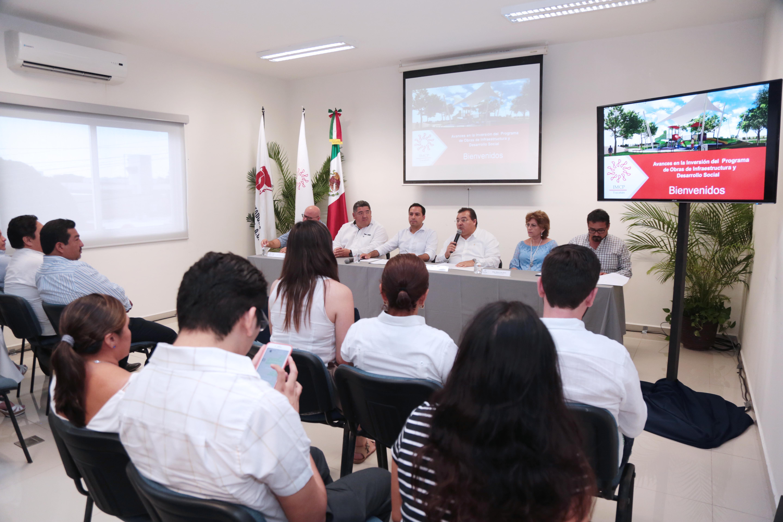 Se reúne Vila con integrantes del Colegio de Contadores Públicos de Yucatán