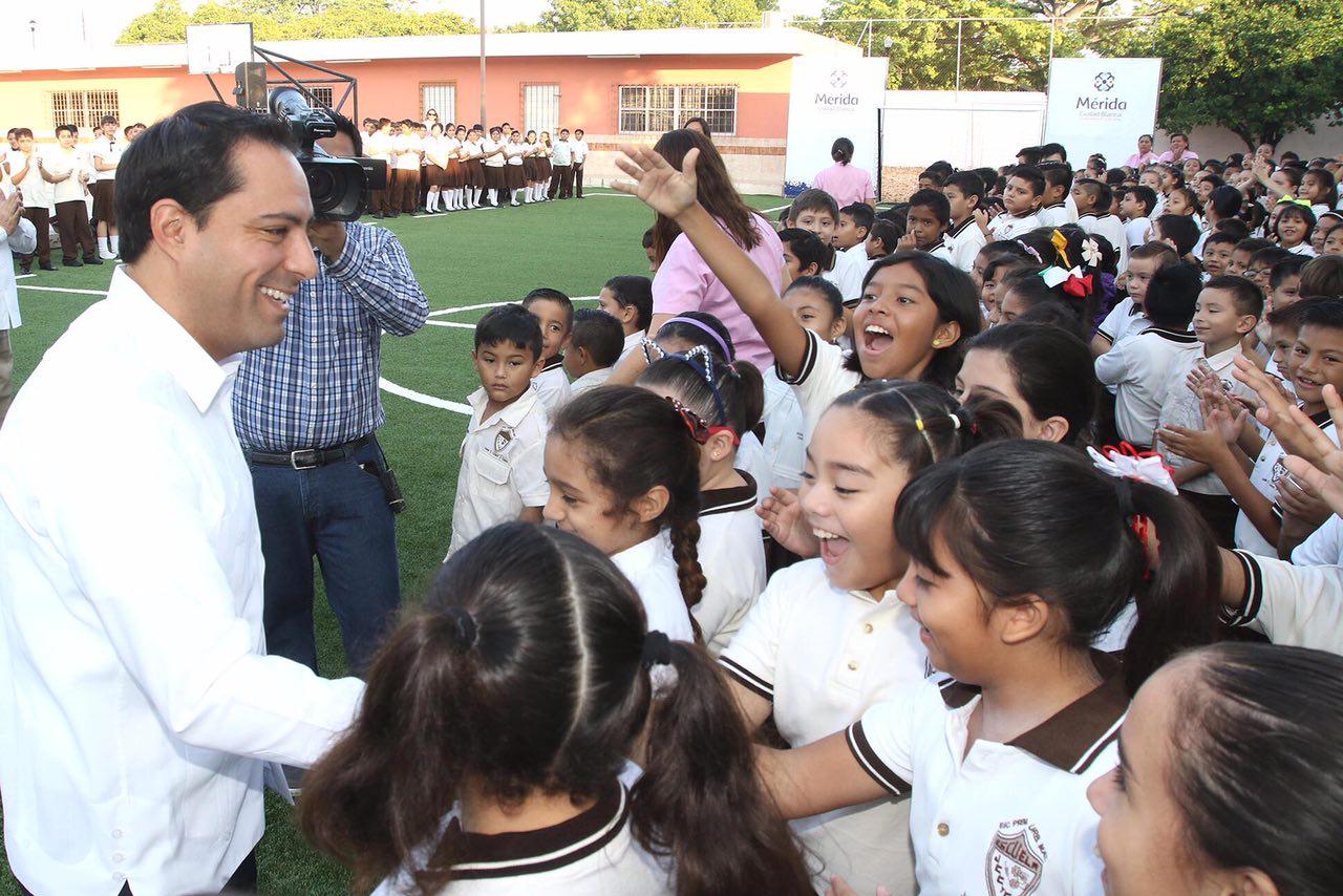 Entrega Vilacancha de fútbol 7 en escuelaprimaria