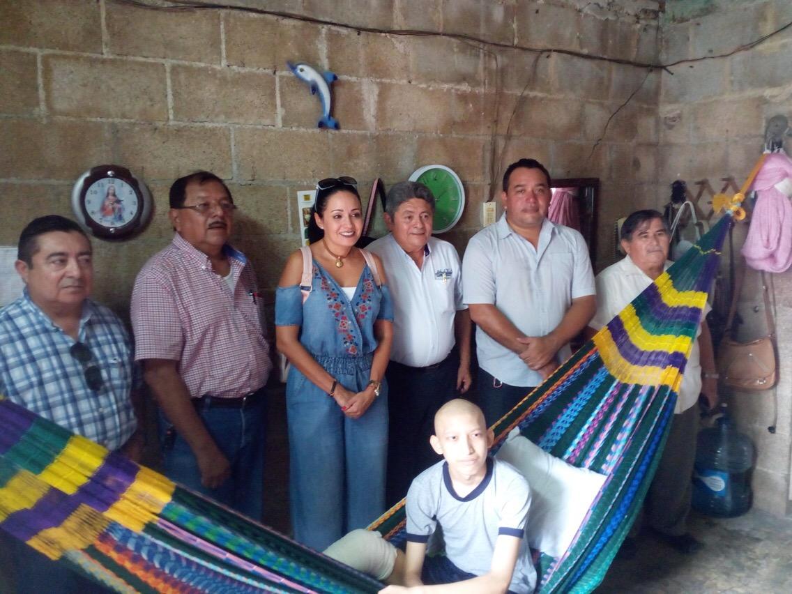 Agrupaciones profesionistas en Yucatán ayudan a joven con cáncer